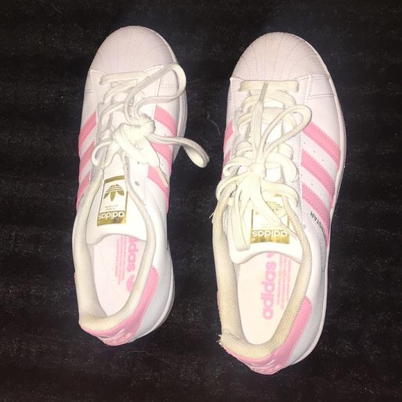 Le adidas superstar poshmark rosa